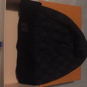 Black/Gray Louis Vuitton hat classic